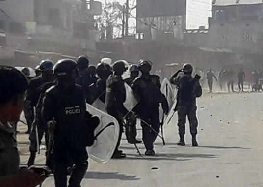 मोर्चाका कार्यकर्ता र प्रहरीबीच झडप