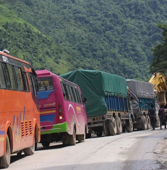 पहिरोका कारण अवरुद्ध मुग्लिन–नारायणगढ सडकखण्ड ११ घण्टापछि खुल्यो