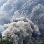 ग्वाटेमालामा विशाल ज्वालामुखी विष्फोट, घरहरु आगाको लाभासँगै बगे !